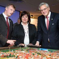 Chris Hoornaert (représentant du Port d'Anvers), Sylvie Vachon (Présidente et CEO du Port de Montréal) et Kris Peeters