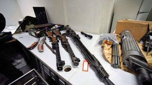 Armani possédait un arsenal d'armes prohibées: que dit la loi