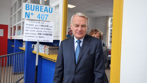 France: JM Ayrault remet la démission du gouvernement, F. Hollande le renomme